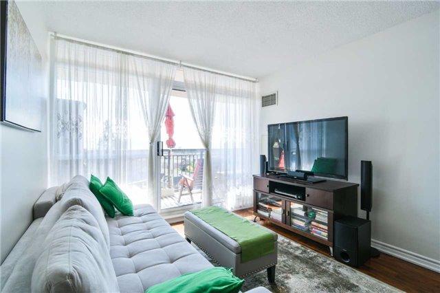 Condo Apartment at 2365 Central Park Dr, Unit 907, Oakville, Ontario. Image 3