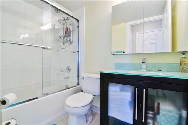 Condo Apartment at 2365 Central Park Dr, Unit 907, Oakville, Ontario. Image 5