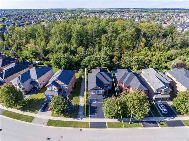Detached at 2103 Summer Heights Tr, Oakville, Ontario. Image 12