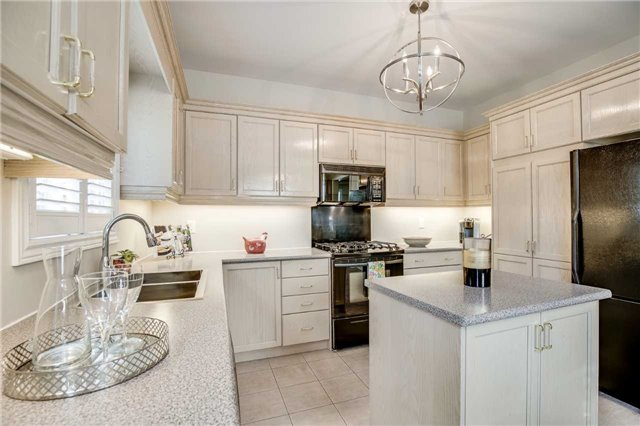 Detached at 2103 Summer Heights Tr, Oakville, Ontario. Image 17