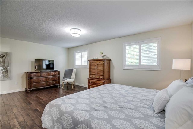 Detached at 2103 Summer Heights Tr, Oakville, Ontario. Image 2