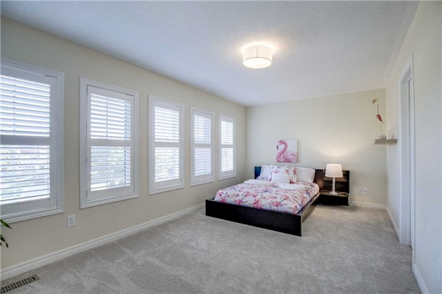 Detached at 2103 Summer Heights Tr, Oakville, Ontario. Image 7