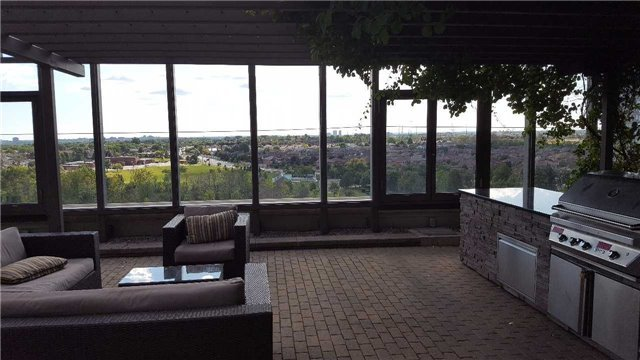 Condo Townhouse at 383 Prince Of Wales Dr, Unit 104, Mississauga, Ontario. Image 3