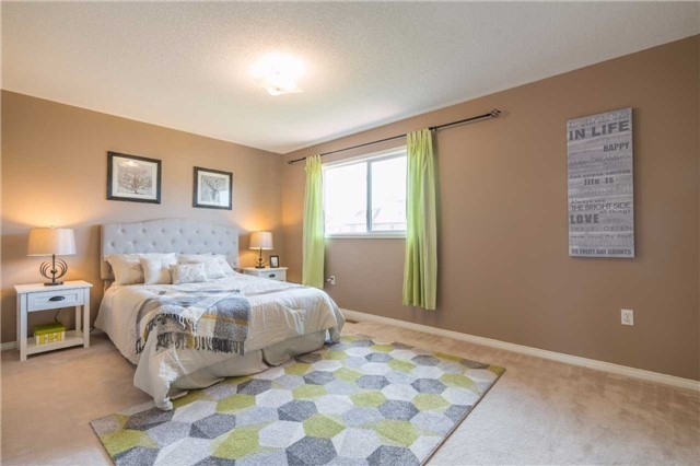 Detached at 2090 Frontier Dr, Oakville, Ontario. Image 2