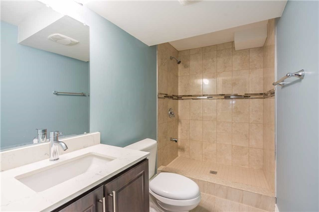 Detached at 2090 Frontier Dr, Oakville, Ontario. Image 5