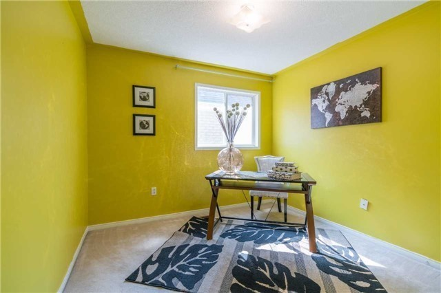 Detached at 2090 Frontier Dr, Oakville, Ontario. Image 6