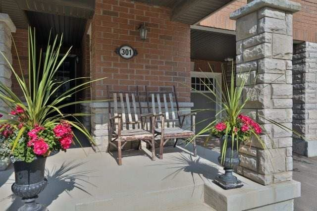 Townhouse at 301 Jemima Dr, Oakville, Ontario. Image 11