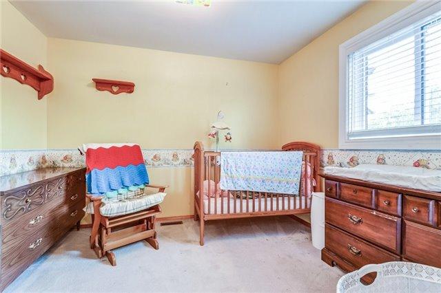 Condo Townhouse at 550 Childs Dr, Unit 13, Milton, Ontario. Image 7