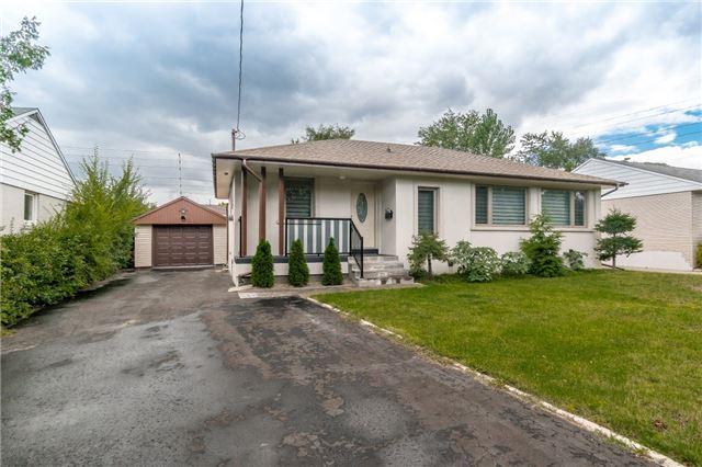 Detached at 2035 Hindhead Rd, Mississauga, Ontario. Image 1