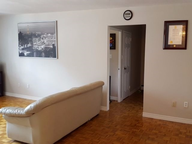 Condo Apartment at 3320 Fieldgate Dr, Unit 203, Mississauga, Ontario. Image 3