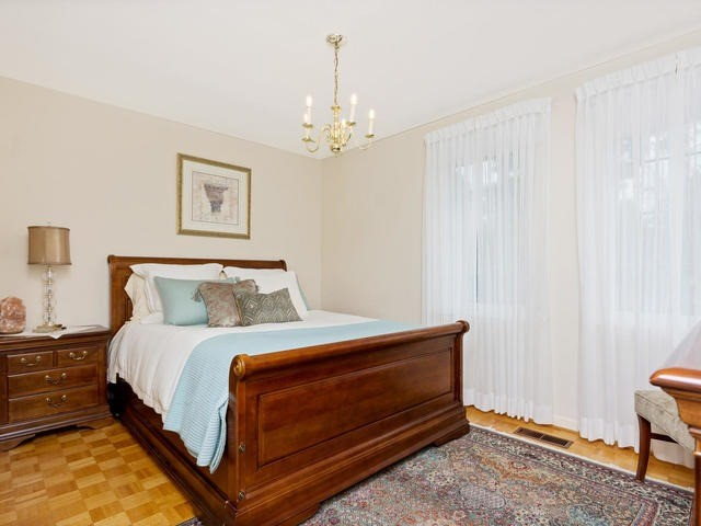 Detached at 1141 Havendale Blvd, Burlington, Ontario. Image 3