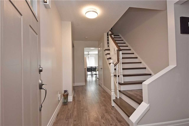 Semi-detached at 4054 Farrier Crt, Mississauga, Ontario. Image 8