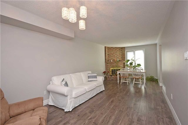 Semi-detached at 4054 Farrier Crt, Mississauga, Ontario. Image 9
