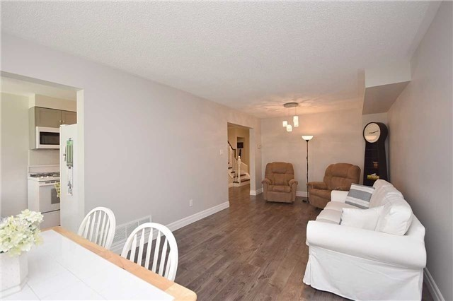 Semi-detached at 4054 Farrier Crt, Mississauga, Ontario. Image 11