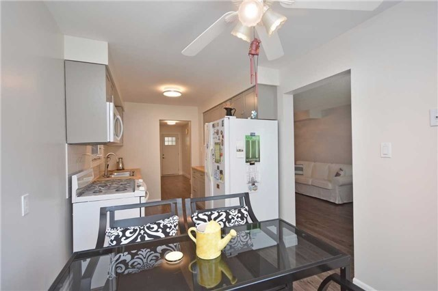 Semi-detached at 4054 Farrier Crt, Mississauga, Ontario. Image 12