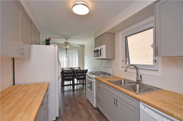 Semi-detached at 4054 Farrier Crt, Mississauga, Ontario. Image 14