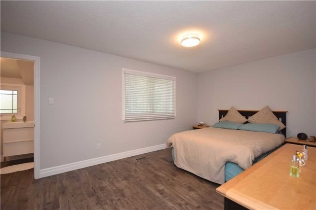 Semi-detached at 4054 Farrier Crt, Mississauga, Ontario. Image 15