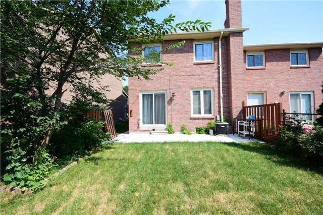 Semi-detached at 4054 Farrier Crt, Mississauga, Ontario. Image 5