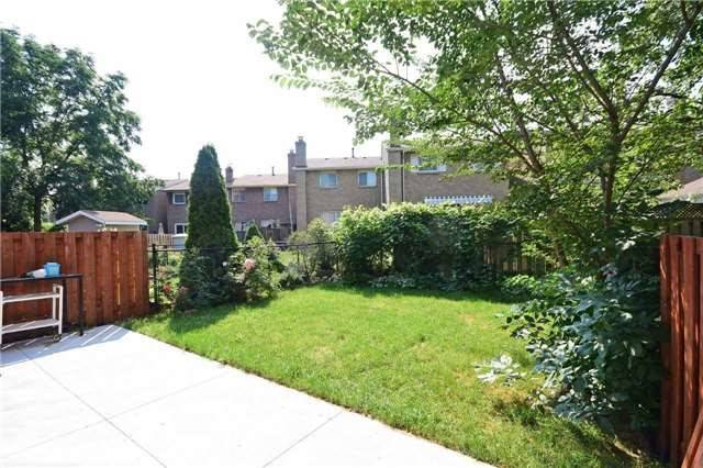 Semi-detached at 4054 Farrier Crt, Mississauga, Ontario. Image 6