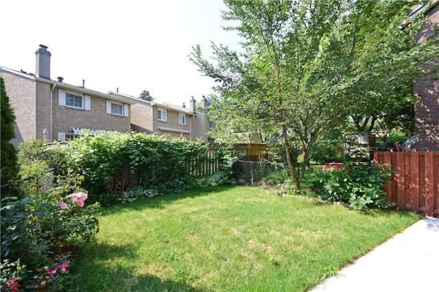 Semi-detached at 4054 Farrier Crt, Mississauga, Ontario. Image 7