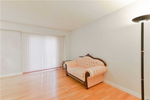 Condo Townhouse at 1951 Rathburn Rd E, Unit 200, Mississauga, Ontario. Image 16