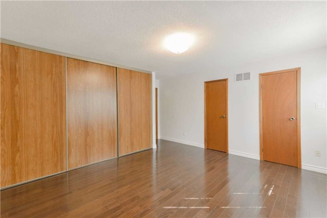 Condo Townhouse at 1951 Rathburn Rd E, Unit 200, Mississauga, Ontario. Image 4