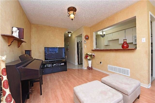 Condo Townhouse at 4 Goldberry Crt, Brampton, Ontario. Image 6