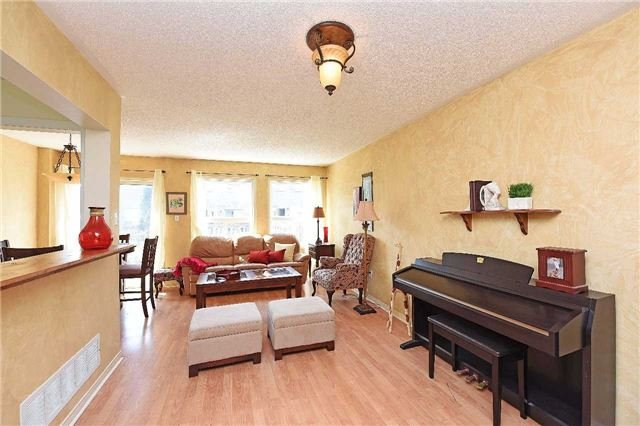 Condo Townhouse at 4 Goldberry Crt, Brampton, Ontario. Image 7