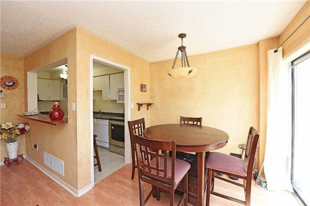 Condo Townhouse at 4 Goldberry Crt, Brampton, Ontario. Image 9