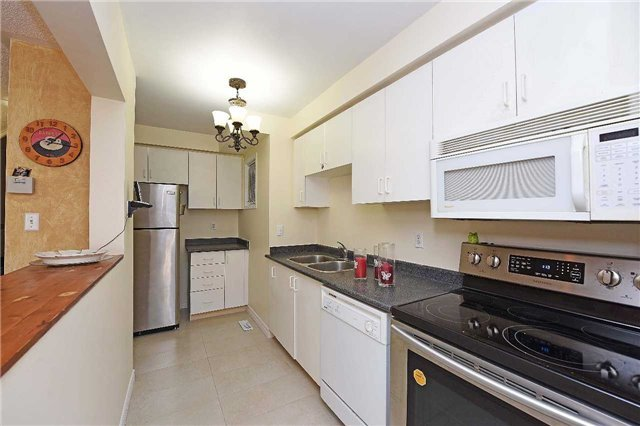 Condo Townhouse at 4 Goldberry Crt, Brampton, Ontario. Image 11