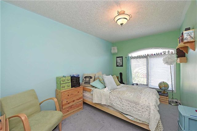 Condo Townhouse at 4 Goldberry Crt, Brampton, Ontario. Image 2