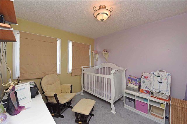 Condo Townhouse at 4 Goldberry Crt, Brampton, Ontario. Image 3