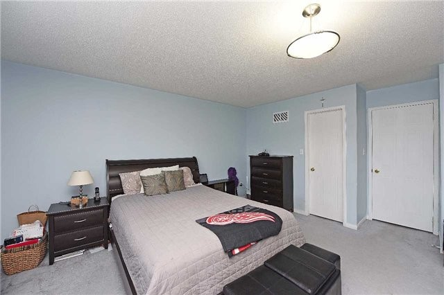 Condo Townhouse at 4 Goldberry Crt, Brampton, Ontario. Image 4