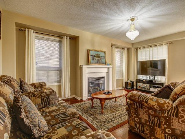 Detached at 176 Luella Cres, Brampton, Ontario. Image 2