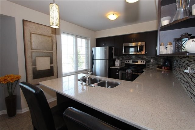Condo Townhouse at 2614 Dashwood Dr, Unit 35, Oakville, Ontario. Image 12