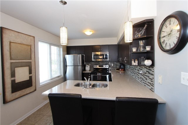 Condo Townhouse at 2614 Dashwood Dr, Unit 35, Oakville, Ontario. Image 13