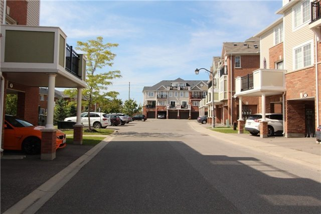 Condo Townhouse at 2614 Dashwood Dr, Unit 35, Oakville, Ontario. Image 11