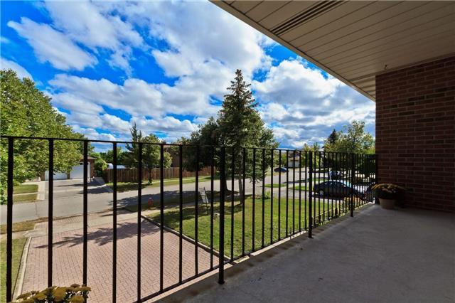 Detached at 38 Panorama Cres, Brampton, Ontario. Image 12
