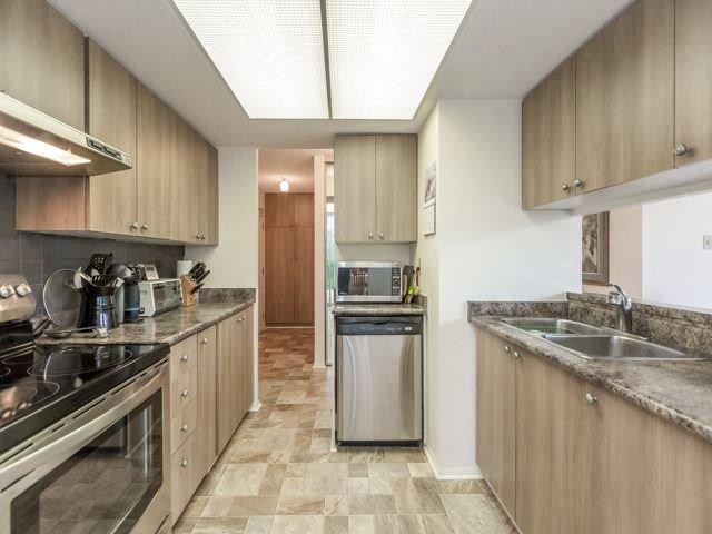 Condo Apartment at 2091 Hurontario St, Unit 408, Mississauga, Ontario. Image 14