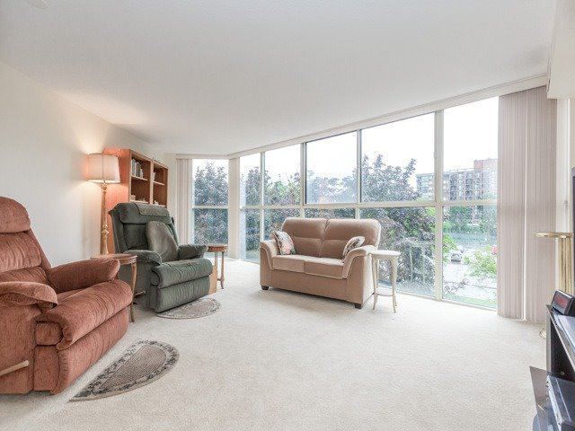 Condo Apartment at 2091 Hurontario St, Unit 408, Mississauga, Ontario. Image 19