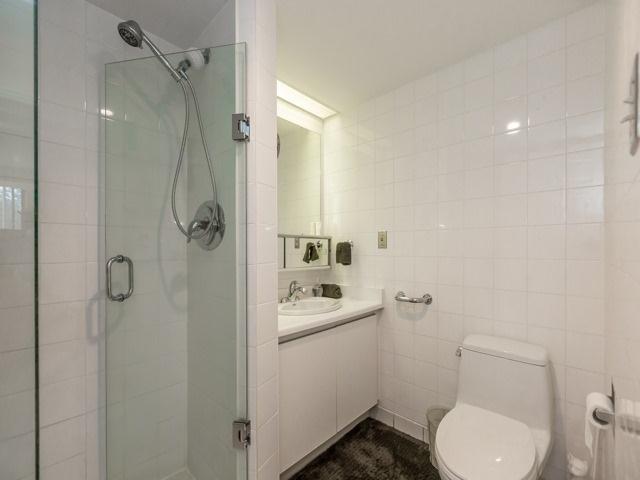 Condo Apartment at 2091 Hurontario St, Unit 408, Mississauga, Ontario. Image 6