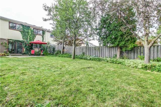 Semi-detached at 566 Tedwyn Dr, Mississauga, Ontario. Image 12