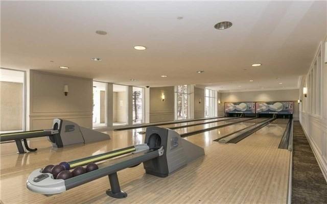 Condo Apartment at 35 Kingsbridge Garden Circ, Unit 2704, Mississauga, Ontario. Image 15