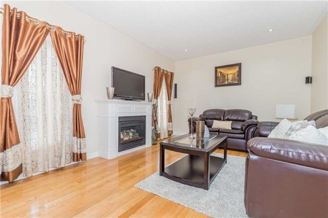 Detached at 1031 Eager Rd, Milton, Ontario. Image 4