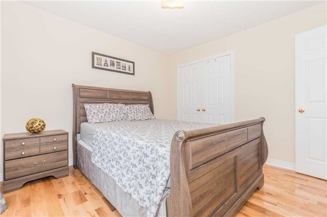 Detached at 1031 Eager Rd, Milton, Ontario. Image 10