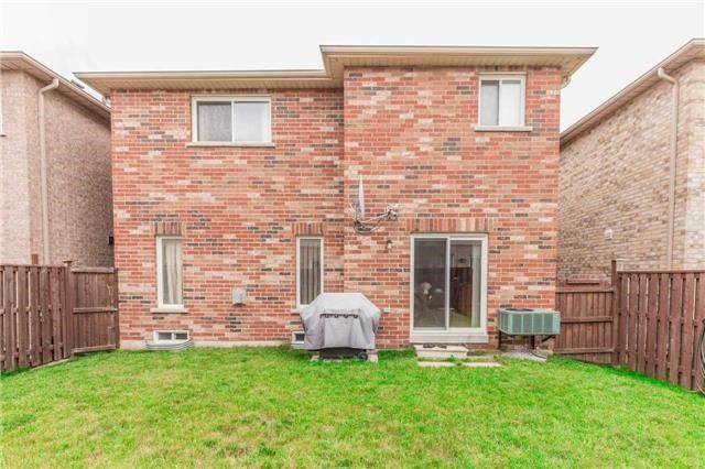 Detached at 1031 Eager Rd, Milton, Ontario. Image 13