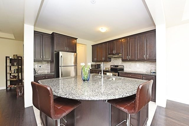 Detached at 3224 Carding Mill Tr, Oakville, Ontario. Image 16
