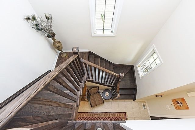 Detached at 3224 Carding Mill Tr, Oakville, Ontario. Image 2