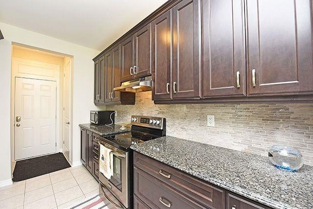 Detached at 3224 Carding Mill Tr, Oakville, Ontario. Image 3