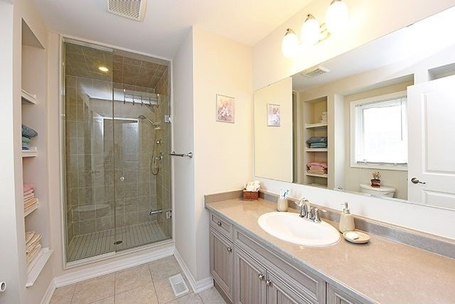 Detached at 3224 Carding Mill Tr, Oakville, Ontario. Image 5